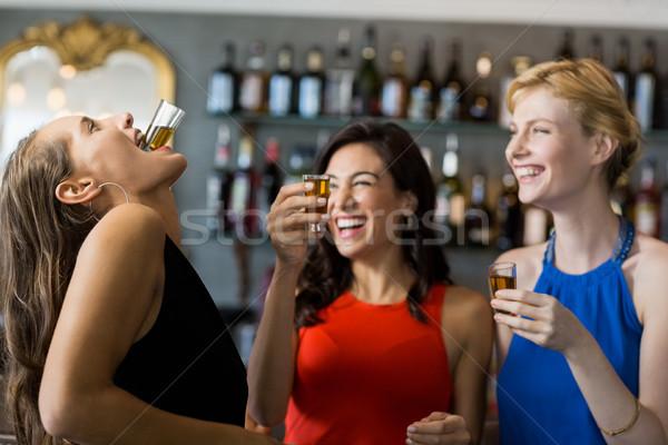 женщины друзей текила выстрел ресторан женщину Сток-фото © wavebreak_media