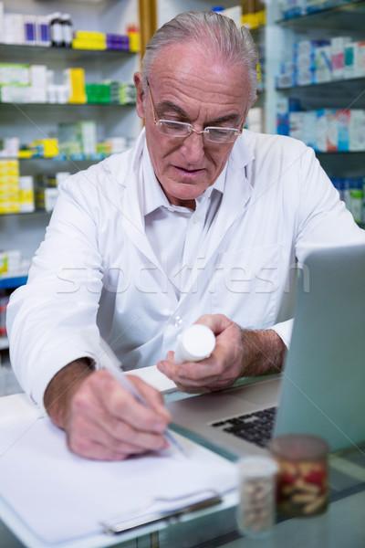 Farmacéutico escrito negocios papel médicos salud Foto stock © wavebreak_media