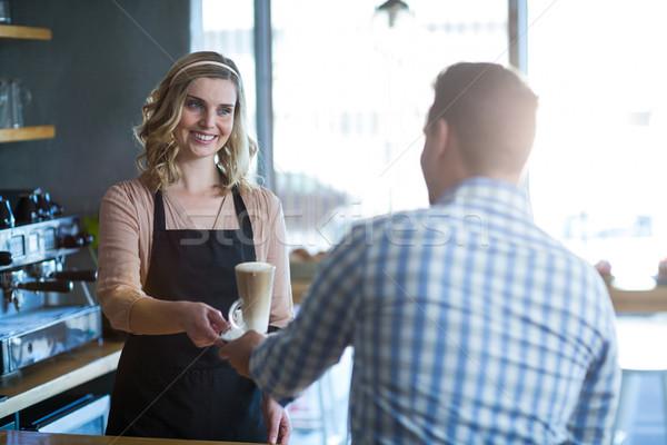 Garson fincan soğuk kahve müşteri Stok fotoğraf © wavebreak_media