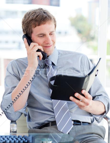 Grave empresario planificación nombramiento teléfono oficina Foto stock © wavebreak_media