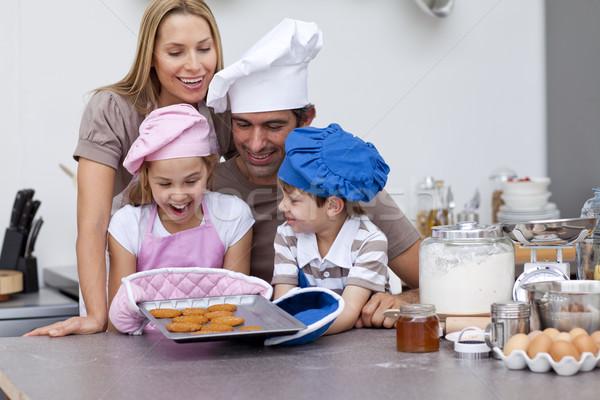 Gelukkig gezin cookies keuken samen vrouw Stockfoto © wavebreak_media