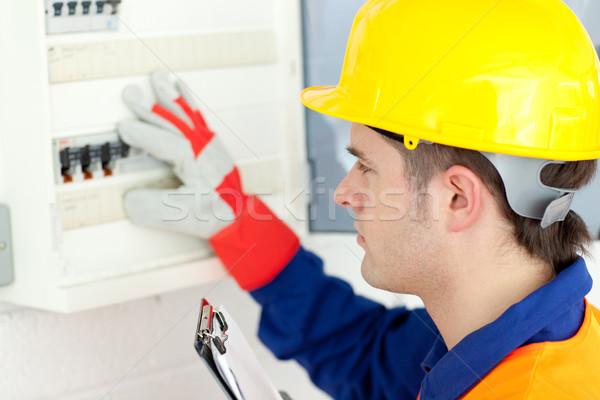 Kaukasisch elektricien macht plan werk Stockfoto © wavebreak_media