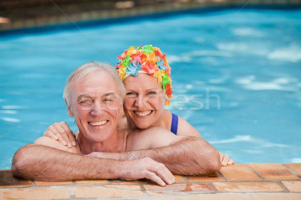 Feliz maduro Pareja piscina mujer mano Foto stock © wavebreak_media