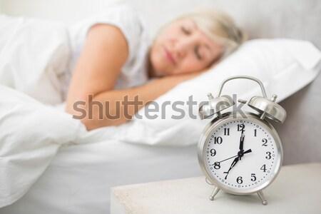 Homme up remerciements réveil chambre Photo stock © wavebreak_media