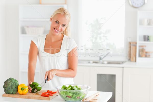 Bonne recherche femme poivre cuisine heureux Photo stock © wavebreak_media
