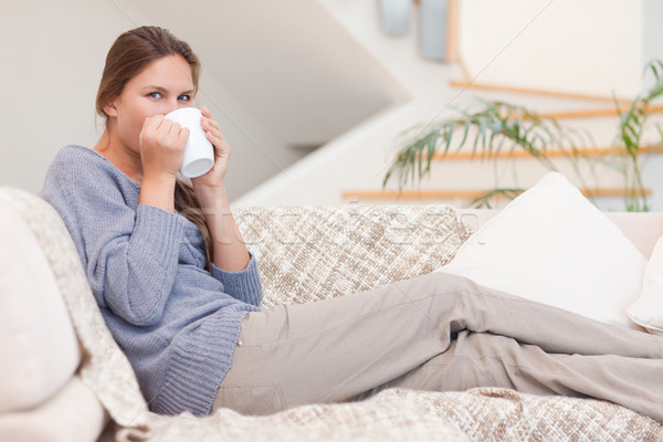 Güzel bir kadın fincan çay oturma odası yüz kahve Stok fotoğraf © wavebreak_media