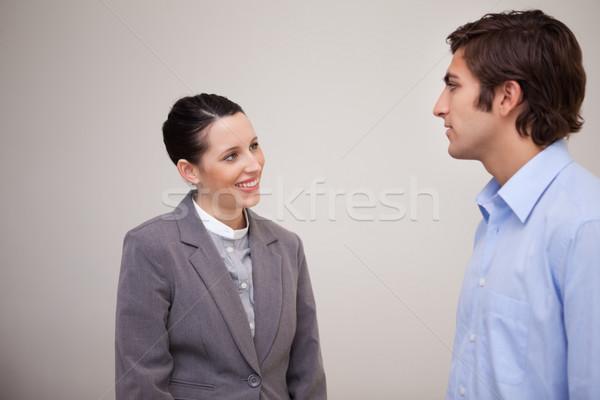 Jonge zakenvrouw glimlachend collega werk groep Stockfoto © wavebreak_media