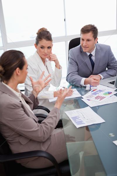 бизнес-команды говорить обзор бизнеса служба Сток-фото © wavebreak_media