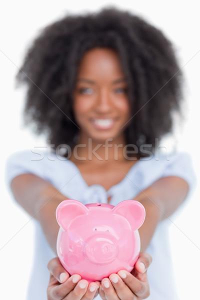 Stok fotoğraf: Pembe · kumbara · genç · gülümseyen · kadın · beyaz · yüz