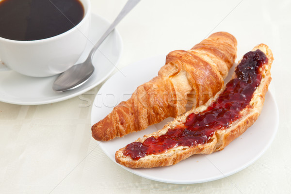 Croissant taza de café mesa café fondo rojo Foto stock © wavebreak_media