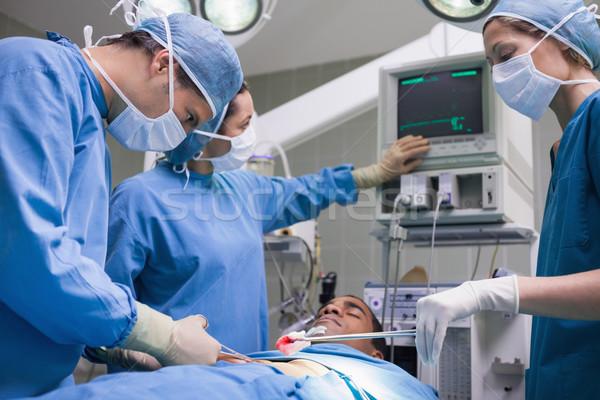 Médicos paciente teatro mujer médicos luz Foto stock © wavebreak_media