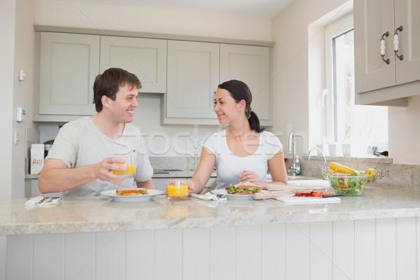 Iki kişi yeme sandviçler içme meyve suyu mutfak Stok fotoğraf © wavebreak_media