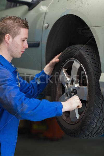 механиком автомобилей шин мужчины ключа изменений Сток-фото © wavebreak_media