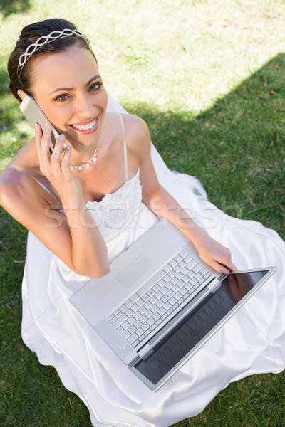 Gelukkig bruid laptop mobieltje gras Stockfoto © wavebreak_media
