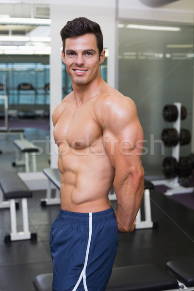 рубашки мышечный человека позируют спортзал портрет Сток-фото © wavebreak_media
