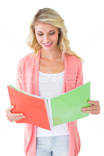 Atractivo estudiante lectura bloc de notas blanco estudio Foto stock © wavebreak_media