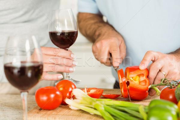 Maturité couple vin rouge dîner maison Photo stock © wavebreak_media