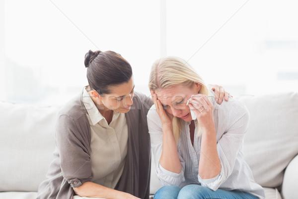 Pacjenta płacz terapeuta kobieta pomoc salon Zdjęcia stock © wavebreak_media