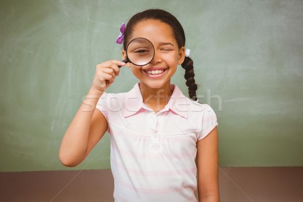 Stock fotó: Portré · aranyos · kislány · tart · nagyító · osztályterem