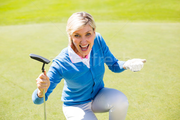 Izgatott hölgy golfozó éljenez zöld napos idő Stock fotó © wavebreak_media