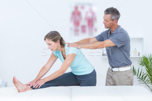 Helpen patiënt medische kantoor arts Stockfoto © wavebreak_media