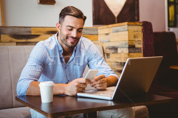Uśmiechnięty biznesmen laptop obok Zdjęcia stock © wavebreak_media