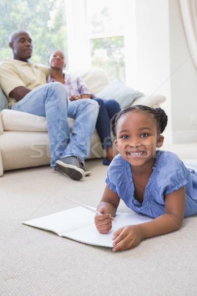 Portrait heureux souriant petite fille notepad écrit Photo stock © wavebreak_media