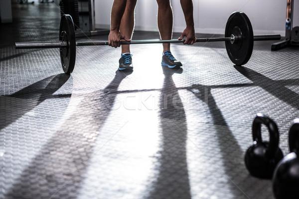 Izmos férfi emel súlyzó crossfit tornaterem Stock fotó © wavebreak_media