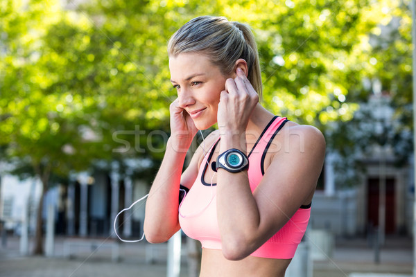 Stockfoto: Mooie · atleet · hoofdtelefoon · stad · licht
