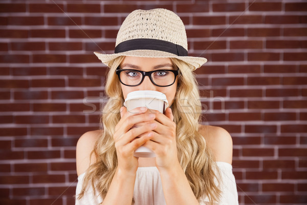 великолепный блондинка питьевой из Кубок Сток-фото © wavebreak_media