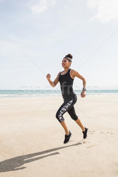 Dopasować kobieta jogging piasku plaży szczęśliwy Zdjęcia stock © wavebreak_media
