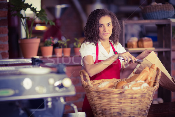Gülen garson ekmek portre kahvehane Stok fotoğraf © wavebreak_media
