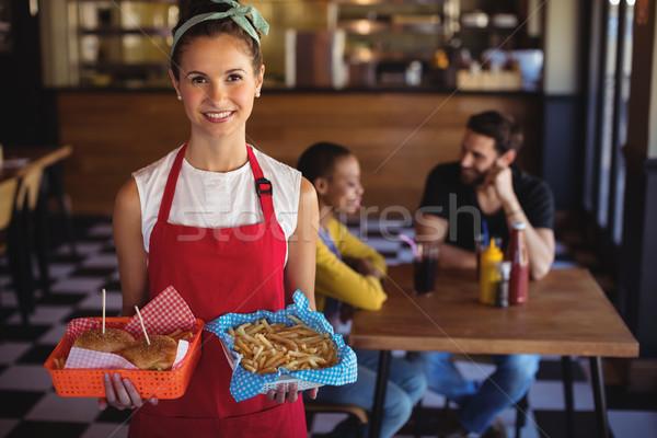ウエートレス ハンバーガー フライドポテト トレイ 肖像 ストックフォト © wavebreak_media