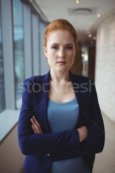 Portré igazgató áll keresztbe tett kar cégvezetők iroda Stock fotó © wavebreak_media