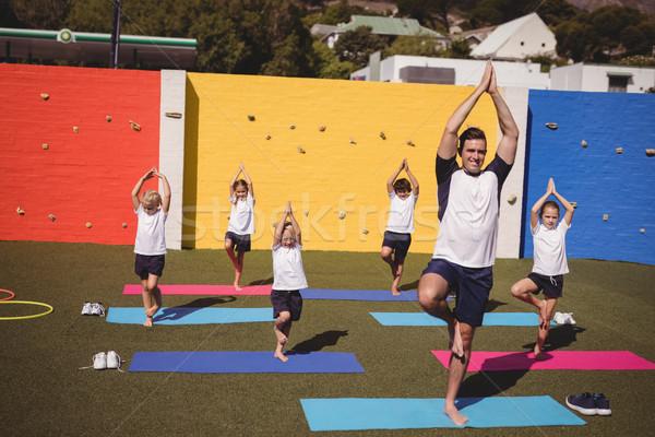 Koç öğretim egzersiz okul çocuklar adam Stok fotoğraf © wavebreak_media