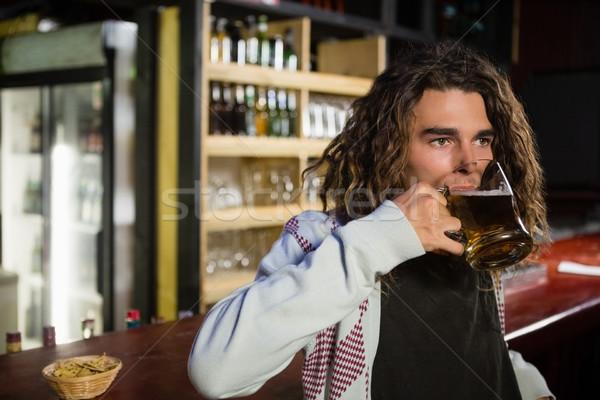 Férfi sör dől pult bár alkohol Stock fotó © wavebreak_media