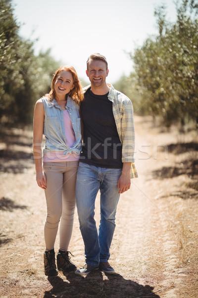 Portret uśmiechnięty stałego oliwy gospodarstwa Zdjęcia stock © wavebreak_media
