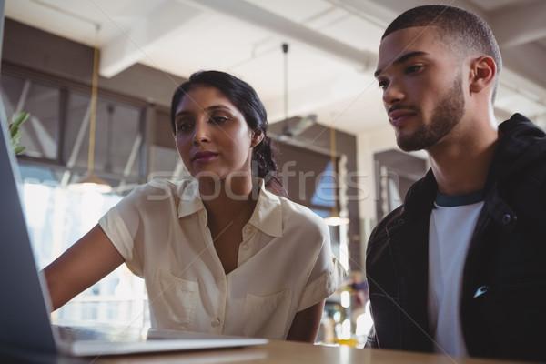 пару глядя ноутбука кафе борьбе Сток-фото © wavebreak_media