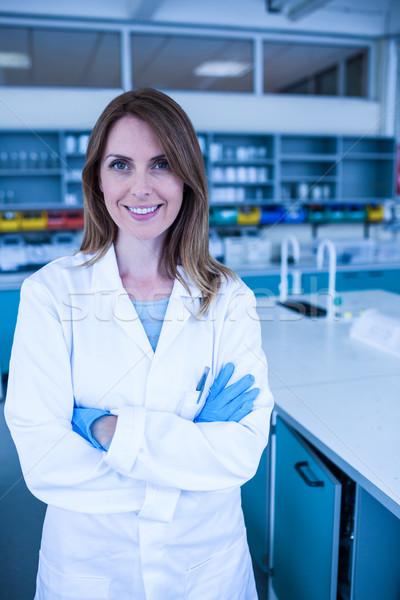 Wetenschapper glimlachend camera lab universiteit vrouw Stockfoto © wavebreak_media