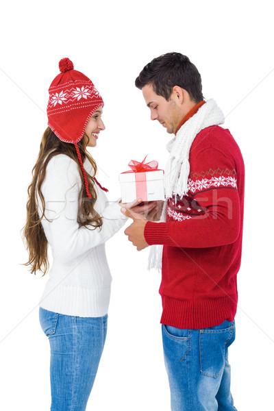 Mutlu çift kış elbise hediye kutusu Stok fotoğraf © wavebreak_media