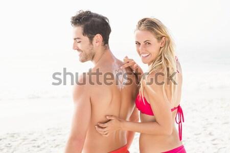 Boldog pár átkarol tengerpart mosolyog tenger Stock fotó © wavebreak_media