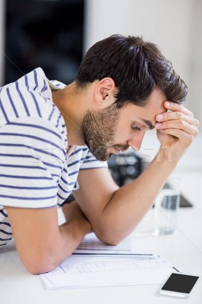 Aggódó férfi néz számlák konyha telefon Stock fotó © wavebreak_media