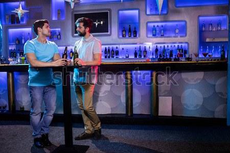 Hombre deprimido amigo bar restaurante botella Foto stock © wavebreak_media