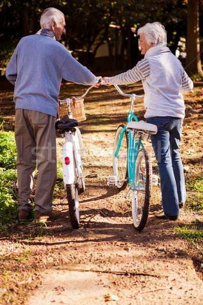 Stok fotoğraf: Yürüyüş · bisiklet · park · ağaç · adam