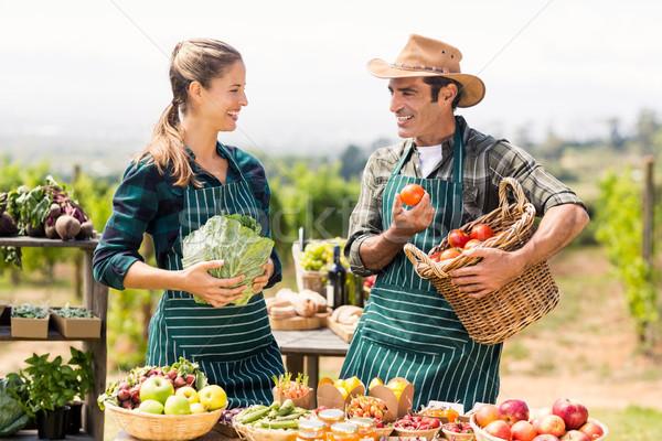 Agriculteur couple autre locale marché Photo stock © wavebreak_media