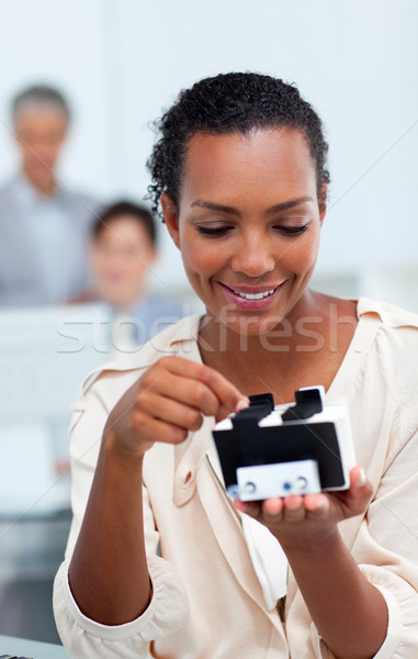 Souriant femme d'affaires Consulting carte de visite bureau livre Photo stock © wavebreak_media