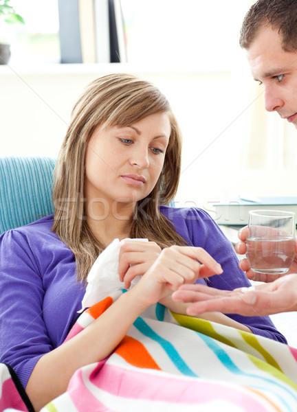 Gondoskodó beteg barátnő tabletták víz kanapé Stock fotó © wavebreak_media