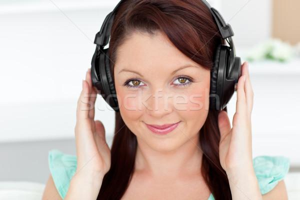 Jasne kobieta słuchanie muzyki słuchawki domu bawialnia Zdjęcia stock © wavebreak_media
