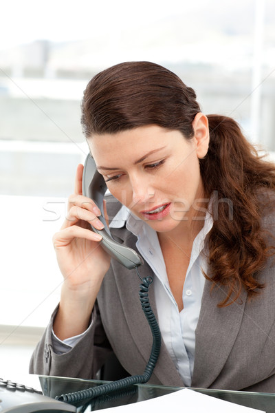 сконцентрировать деловая женщина говорить телефон служба женщину Сток-фото © wavebreak_media