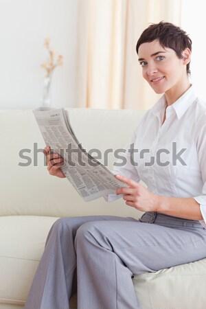 Portrait femme magazine regarder caméra visage Photo stock © wavebreak_media